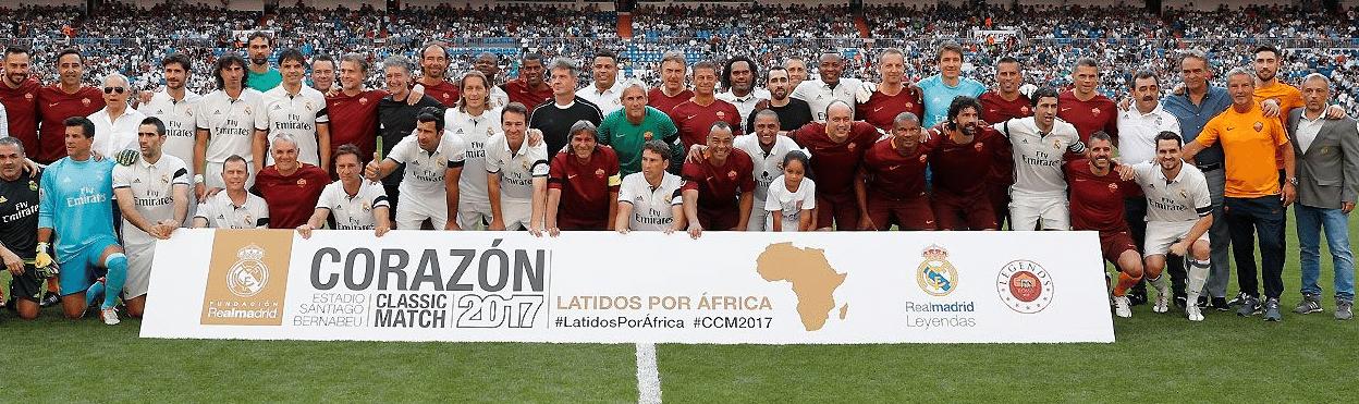 Jogadores de Real Madrid e Roma antes de jogo no estádio Santiago Bernabéu