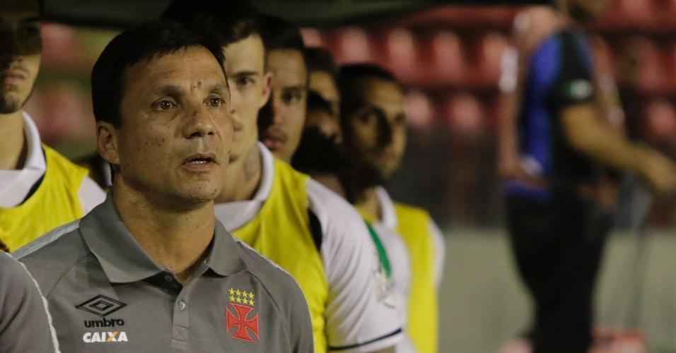 O técnico Zé Ricardo acompanha o Vasco na partida contra o Sport