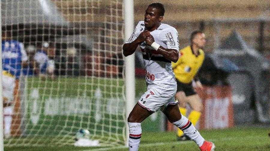 Maicosuel comemora o gol do São Paulo - Ale Cabral/AGIF