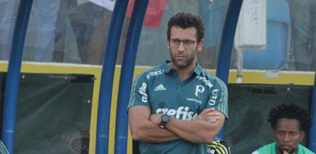 Alberto Valentim tem o primeiro grande teste: vencer e pressionar o Corinthians