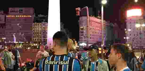 Torcedores celebraram o tricampeonato aos pés do Obelisco, em Buenos Aires - Jeremias Wernek/UOL