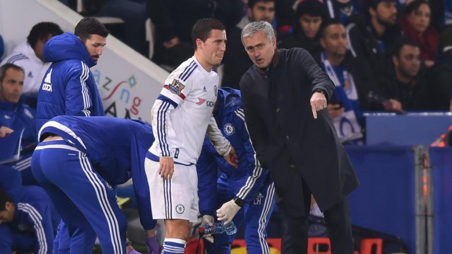 Eden Hazard e José Mourinho juntos pelo Chelsea, em 2015 - Michael Regan/Getty Images