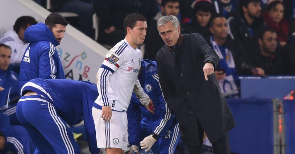 Eden Hazard e José Mourinho juntos pelo Chelsea, em 2015
