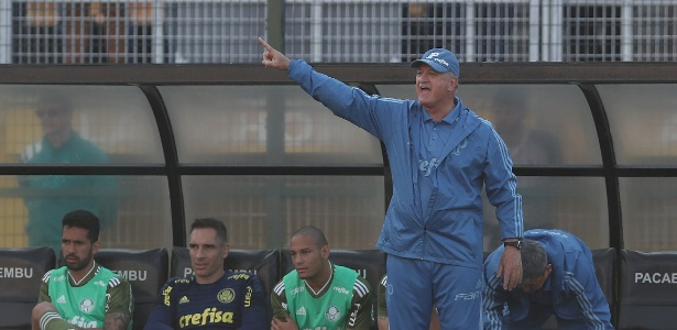 Felipão não gostou do desempenho do Palmeiras na Bombonera - REUTERS/Paulo Whitaker