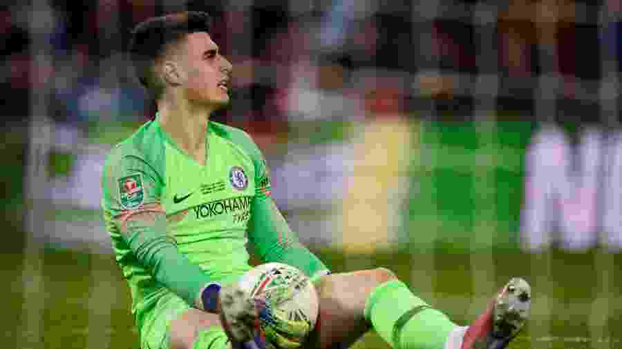 01b6988170 Goleiro do Chelsea se recusa a sair e revolta Sarri na Copa da Liga ...