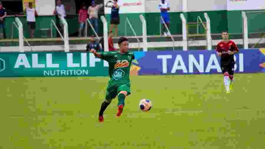 Bajé, meia do Tanabi, em vitória por 2 a 0 sobre o Brasil de Pelotas na primeira fase da Copa São Paulo - Fernanda Morais
