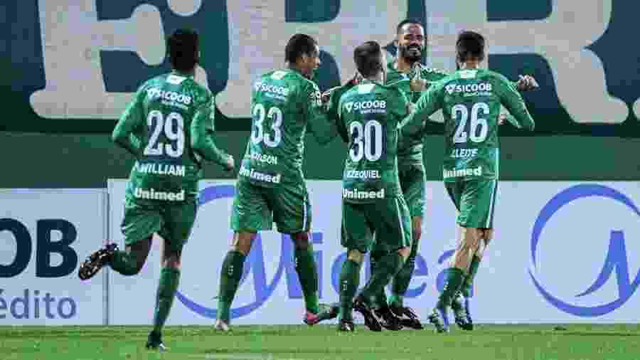 Jogadores e membros da comissão técnica da Chapecoense testaram positivo em teste realizado antes de vitória contra o Avaí - Márcio Cunha/ACF