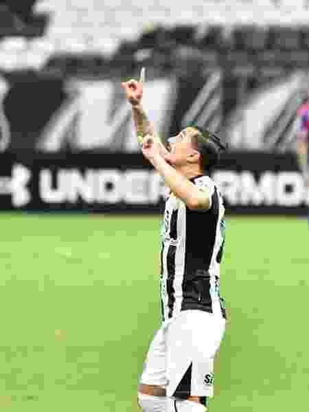 Vina será nosso capitão - Kely Pereira/AGIF