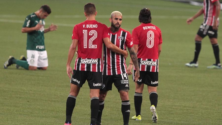 Jogadores do São Paulo comemoram vitória no clássico contra o Palmeiras - Rubens Chiri / saopaulofc.net