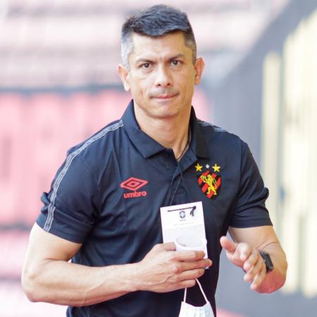 O novo técnico do Sport Gustavo Florentín acompanhou à partida contra a Chapecoense na Ilha do Retiro - Rafael Vieira/AGIF