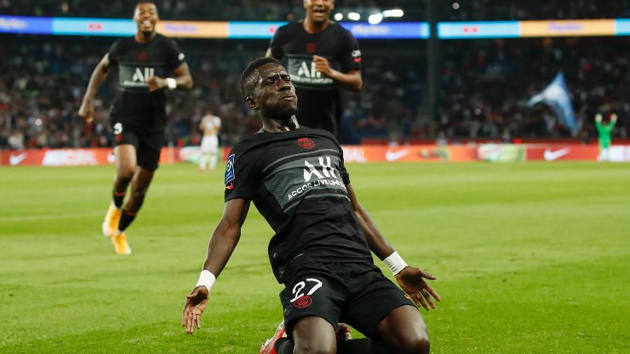 Gana Gueye comemora golaço marcado pelo PSG na partida contra o Montpellier - REUTERS