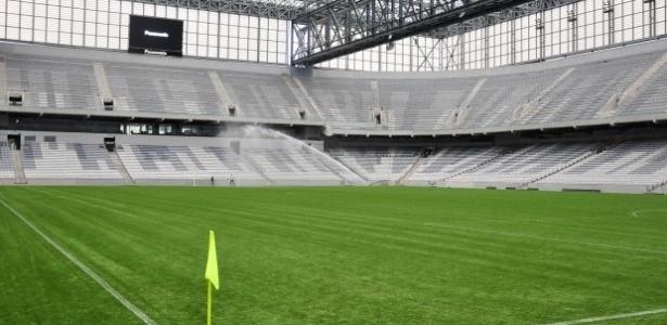 Arena da Baixada com grama sintética recebe seu primeiro jogo nesta quarta