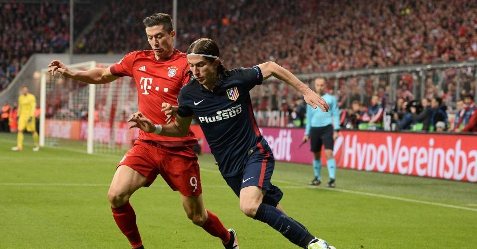 Filipe Luis faz marcação em Lewandowski no jogo do Bayern contra o atlético de Madri, na Liga dos Campeões