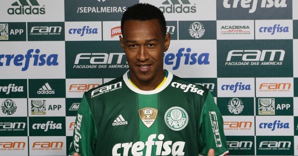 Fabrício é apresentado pelo Palmeiras na Academia de Futebol