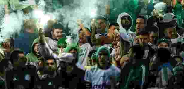 Torcida do Palmeiras com sinalizadores no jogo contra o Coritiba - Joka Madruga/Futura Press/estadão Conteúdo - Joka Madruga/Futura Press/estadão Conteúdo