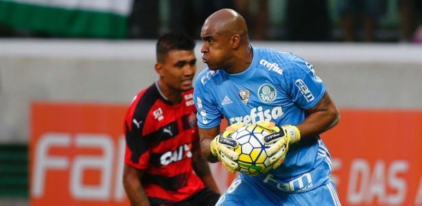 O goleiro Jaílson durante jogo do Palmeiras contra o Vitória