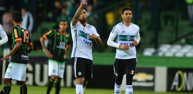 Kazim defendeu o Coritiba na última temporada