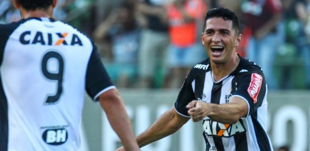 Danilo comemora gol com a camisa do Atlético-MG