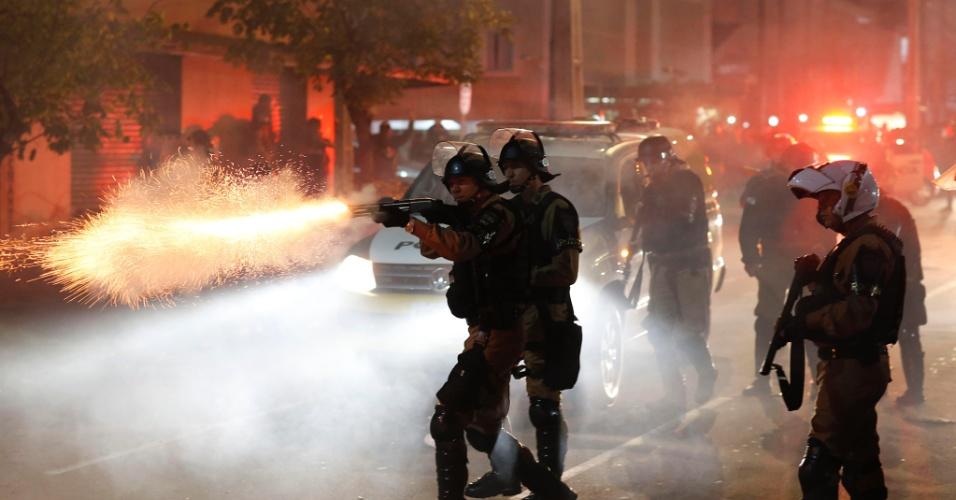 Polícia entra em conflito com torcedores do Atlético-PR antes de duelo contra o Flamengo