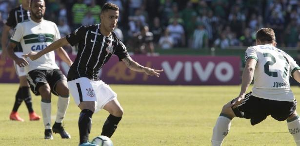 Gabriel em ação pelo Corinthians; volante chegou há 6 meses e clube não quitou dívida