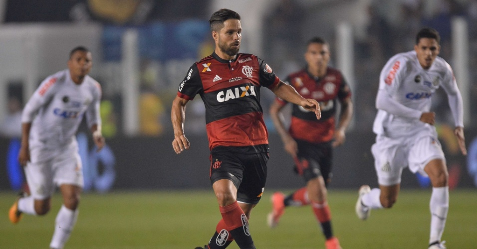 O meia Diego do Flamengo em jogo contra o Santos pela Copa do Brasil