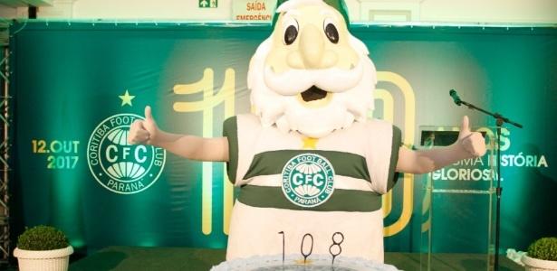 Vovô Coxa faz 108: clube discute o futuro em meio à má fase no Brasileirão