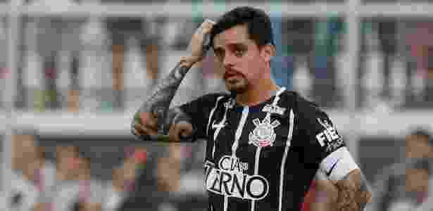 Fagner em ação contra a Ponte: Corinthians somou apenas um ponto em quatro jogos - Marcello Zambrana/AGIF