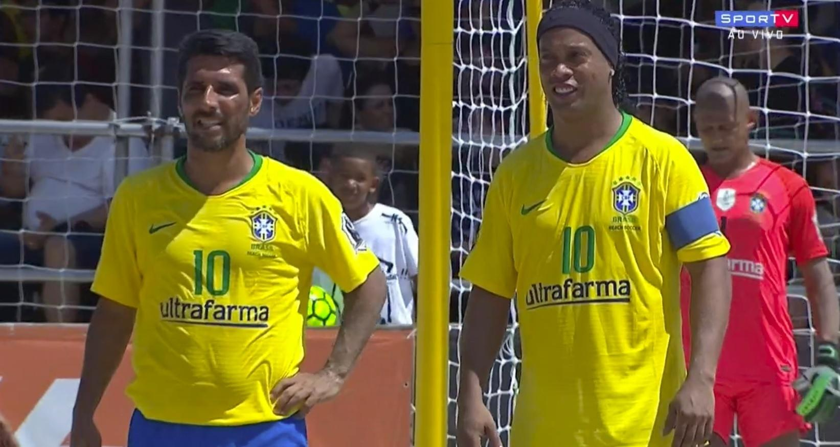 Ronaldinho Gáucho e Jorginho no futebol de areia