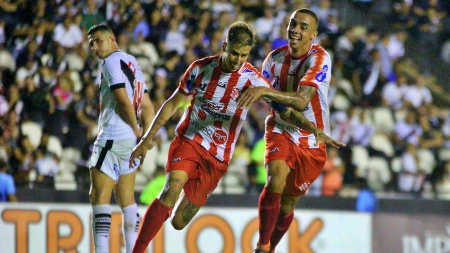 Marcos Júnior comemora seu gol sobre o Vasco no duelo entre os clubes na fase de grupos da Taça Rio - João Carlos Gomes/Bangu AC