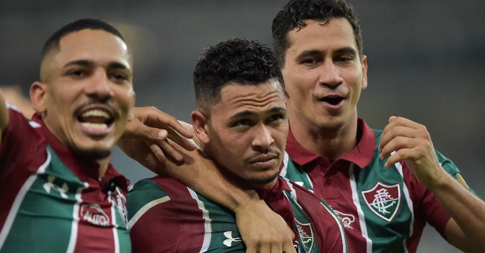 Luciano, do Fluminense, comemora seu gol com Gilberto e Paulo Henrique Ganso durante partida contra o Cruzeiro pelo Campeonato Brasileiro A 2019