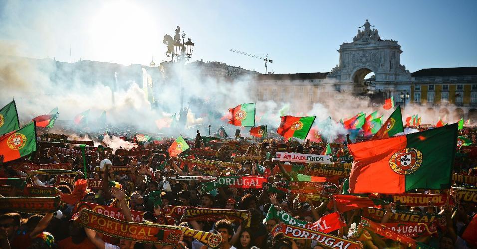 Torcedores da seleção portuguesa lotam praça em Lisboa