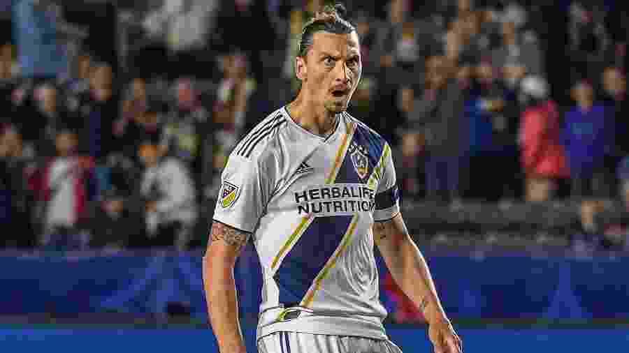 Ibrahimovic comemora após marcar para o Los Angeles Galaxy - Shaun Clark/Getty Images