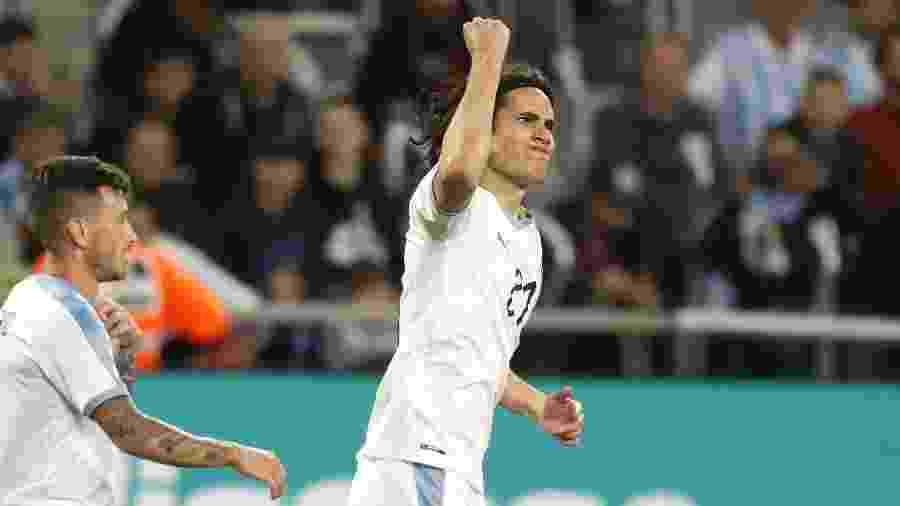 Edinson Cavani comemora gol do Uruguai sobre a Argentina em amistoso em Tel Aviv (Israel) - Emmanuel Dunand/AFP