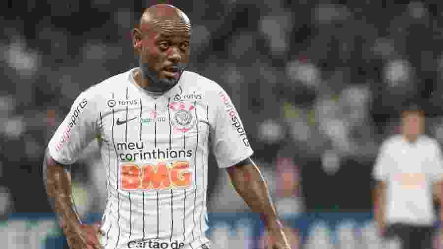 Vagner Love durante a partida do Corinthians - Marcello Zambrana/AGIF