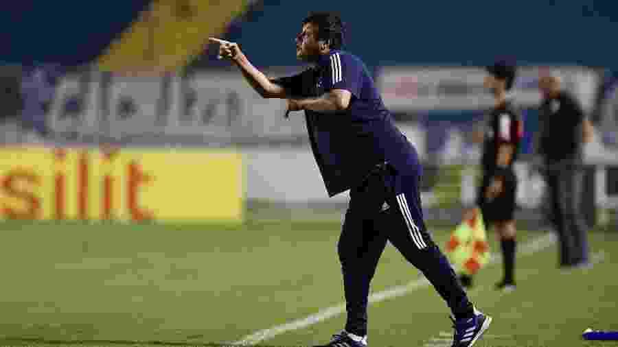 Adilson Batista deixou o cargo de técnico do Cruzeiro após a derrota para o Coimbra pelo Estadual - Douglas Magno/Light Press/Cruzeiro