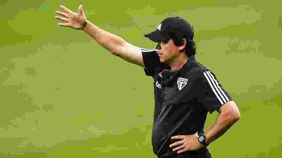 Fernando Diniz precisou fazer modificações na forma de jogar para conseguir resultados e manter o emprego - Pedro H. Tesch/AGIF