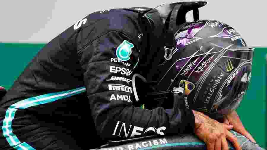 Hamilton comemora vitória no GP da Turquia que o consagrou heptacampeão da F-1 - Pool/Getty Images