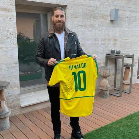 Sergio Ramos mostra camisa que ganhou de Rivaldo  - Instagram