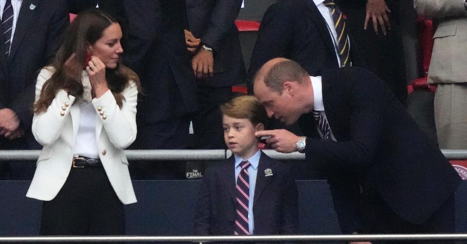 Príncipe William e duquesa Catarina marcaram presença no Wembley