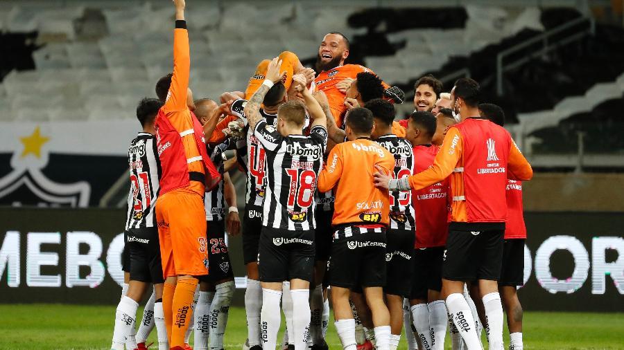 Everson defendeu pênalti, converteu sua cobrança e foi herói do Atlético - Getty Images