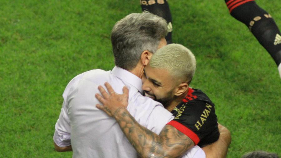 Flamengo vira página pelo tri em noite de busca por recordes de Gabigol e Renato