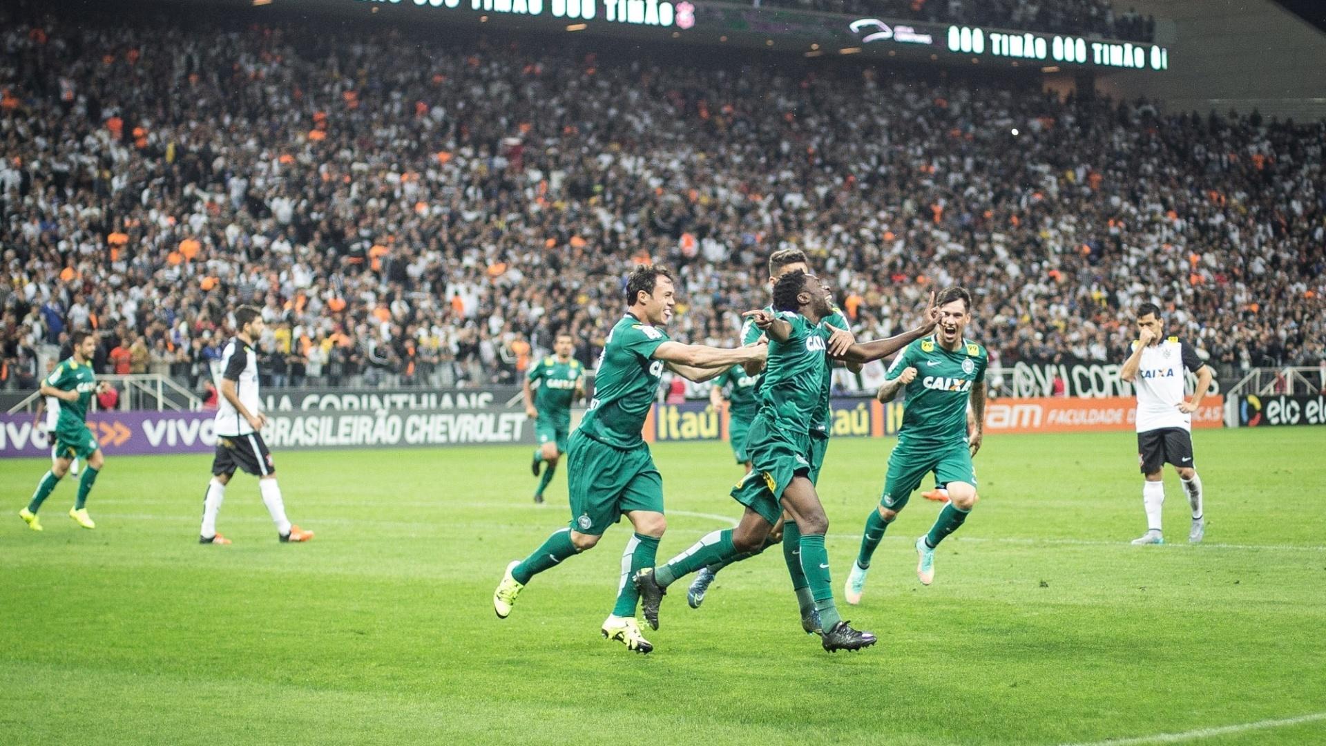 Negueba silencia a Arena e comemora gol de empate do Coritiba