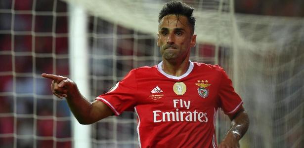 Jonas celebra gol pelo Benfica