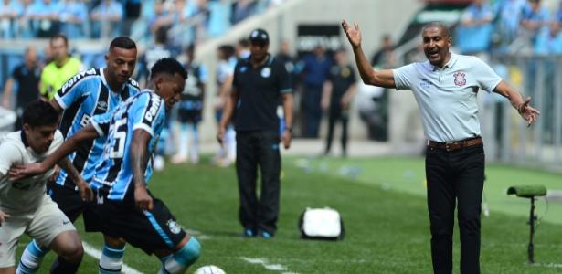 Pressionado pela torcida, o técnico Cristóvão Borges terá trabalho para levar Corinthians ao topo