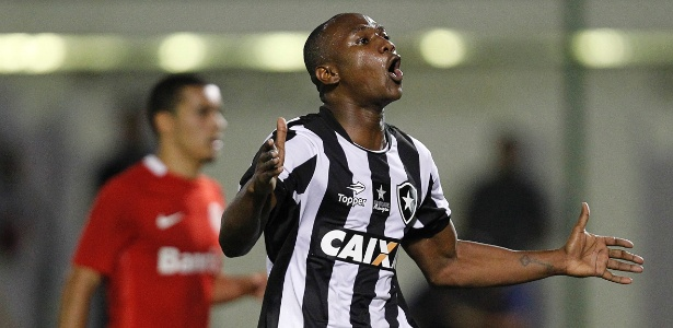 Sassá irritou diretoria e foi colocado na lista de negociáveis pelo Botafogo