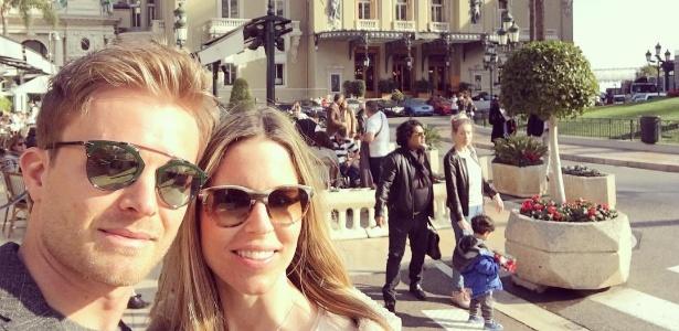 Enquanto pilotos se preparam para começar a temporada, Rosberg curte Mônaco com a esposa - Reprodução/Instagram