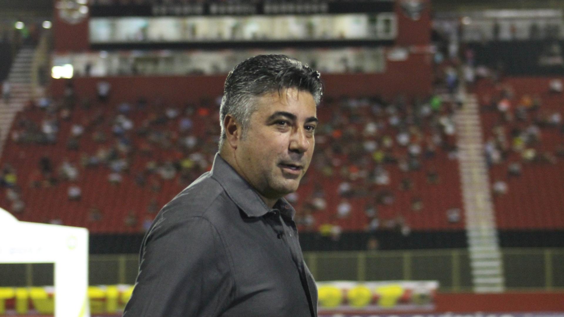 Técnico Alexandre Gallo comanda o Vitória contra o Botafogo