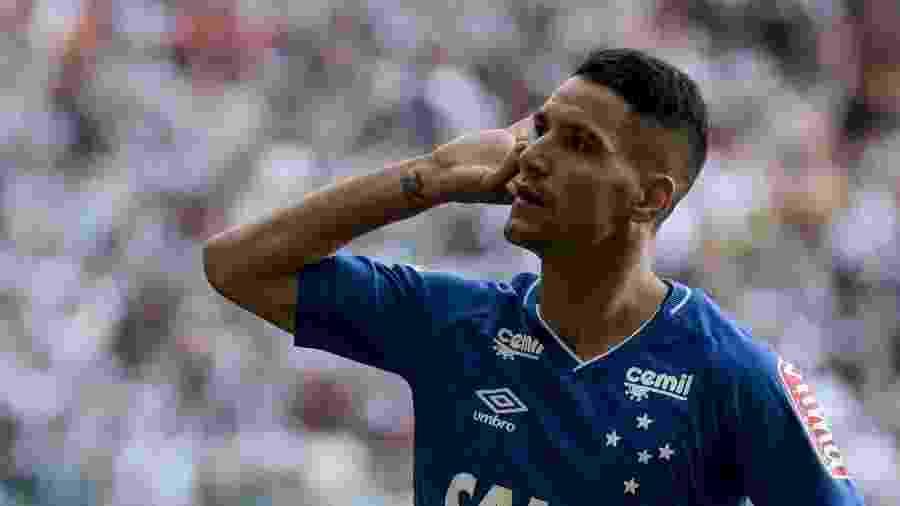 Thiago Neves comemora gol contra o Atlético-MG; meia quase parou no Galo - André Yanckous/AGIF
