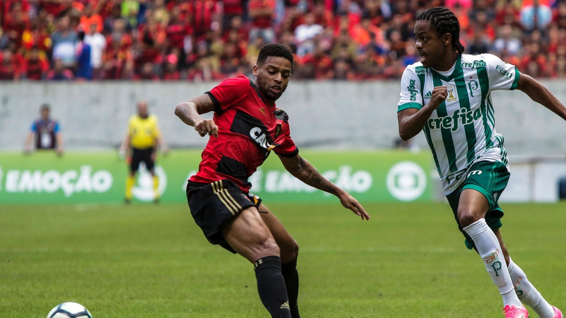 André fica para trás ao tentar acompanhar arrancada de Keno em Sport x Palmeiras