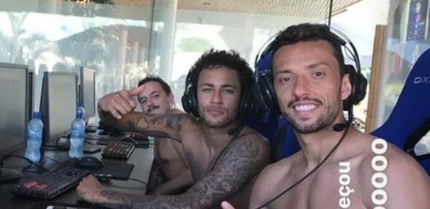 Neymar e Nenê em uma das rodadas de Counter Strike